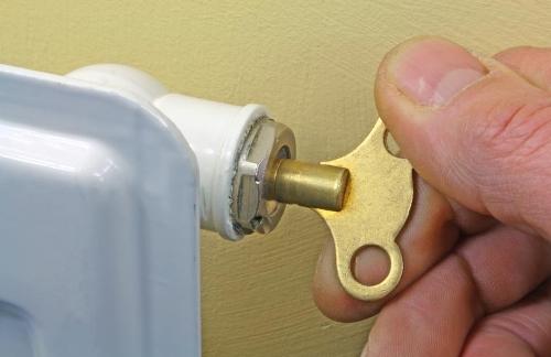 Как удалить (спустить) воздух из системы отопления, устройства для удаления воздуха из системы отопления: кран Маевского, автоматический воздухоотводчик