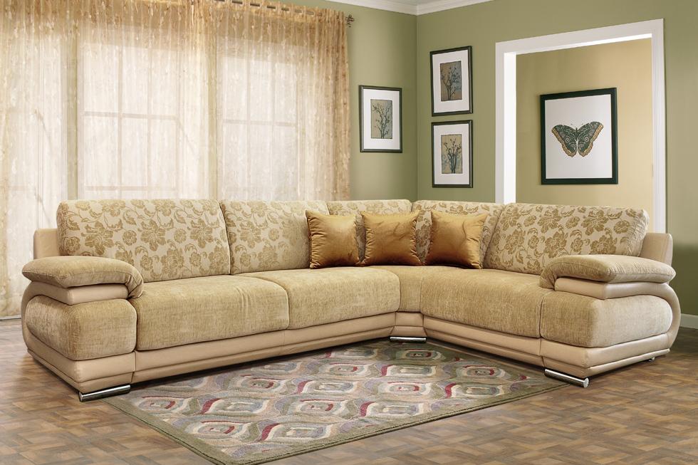 Кремовый диван