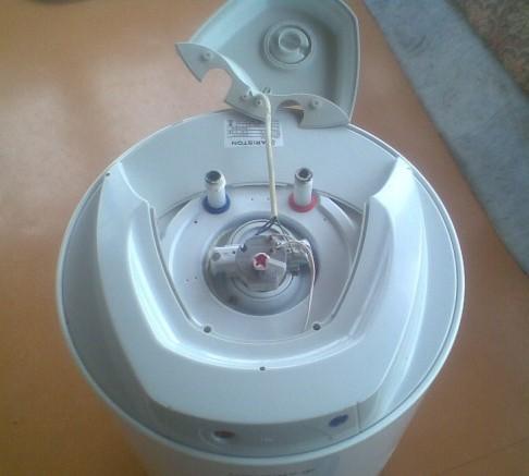 Чистка нагревательных элементов водонагревательного бака (бойлера) от накипи и налета
