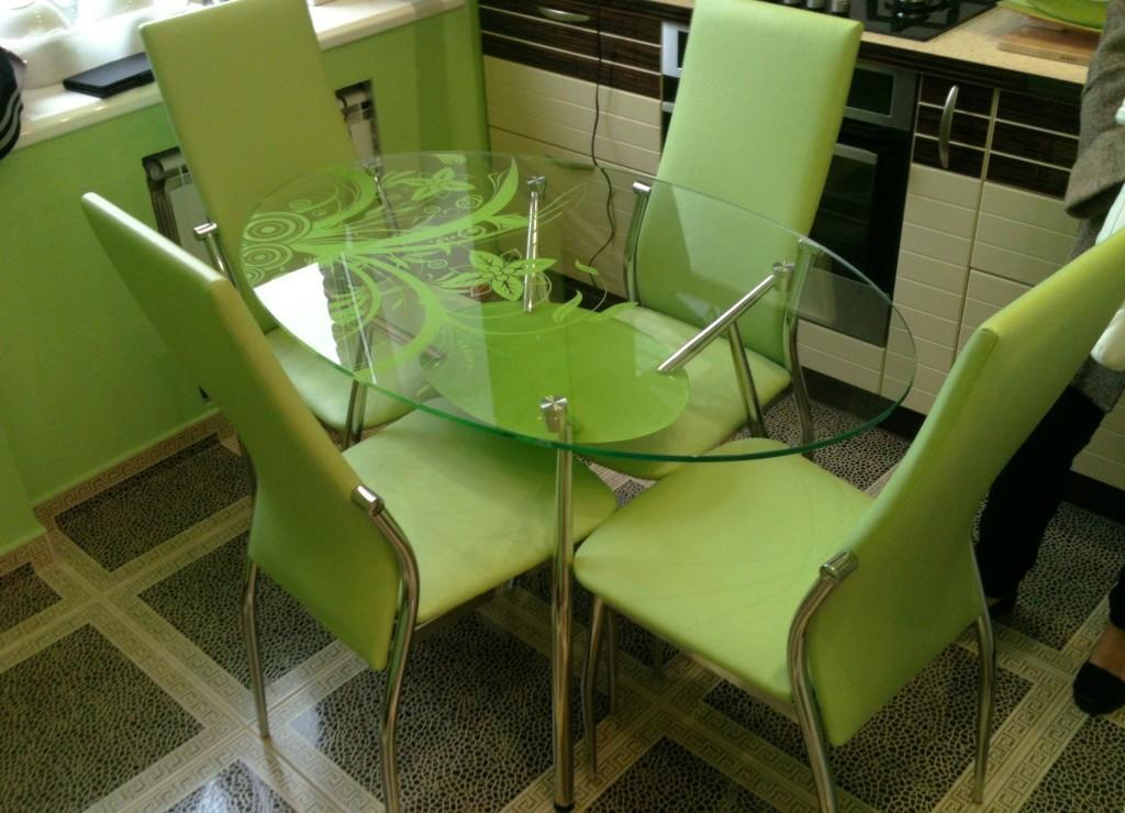 Зеленые тона стола