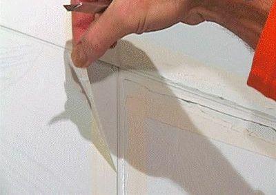 Как сделать невидимой щель между кафельной плиткой на люке и стене