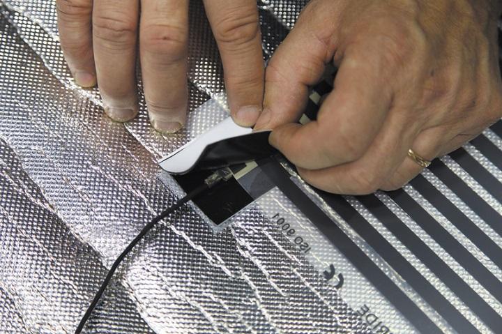 Монтаж пленочного теплого пола доступен домашнему мастеру