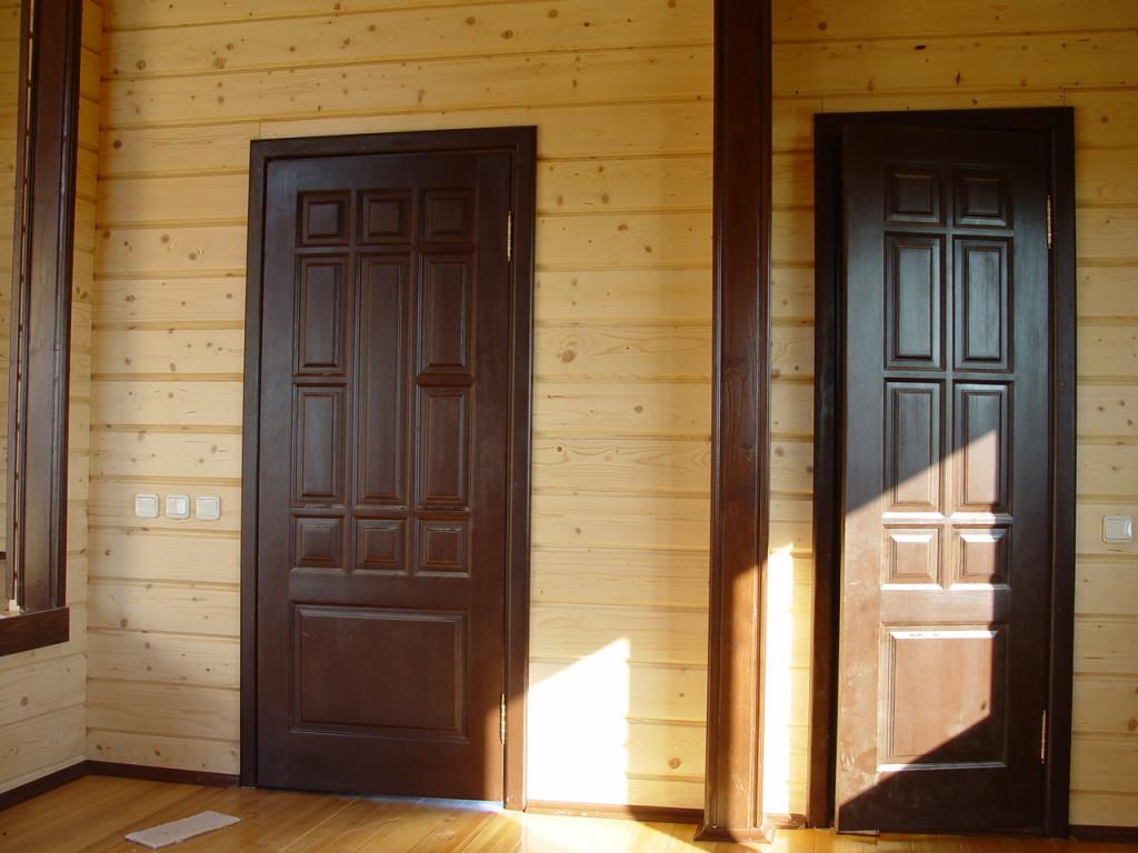 Самодельная деревянная дверь