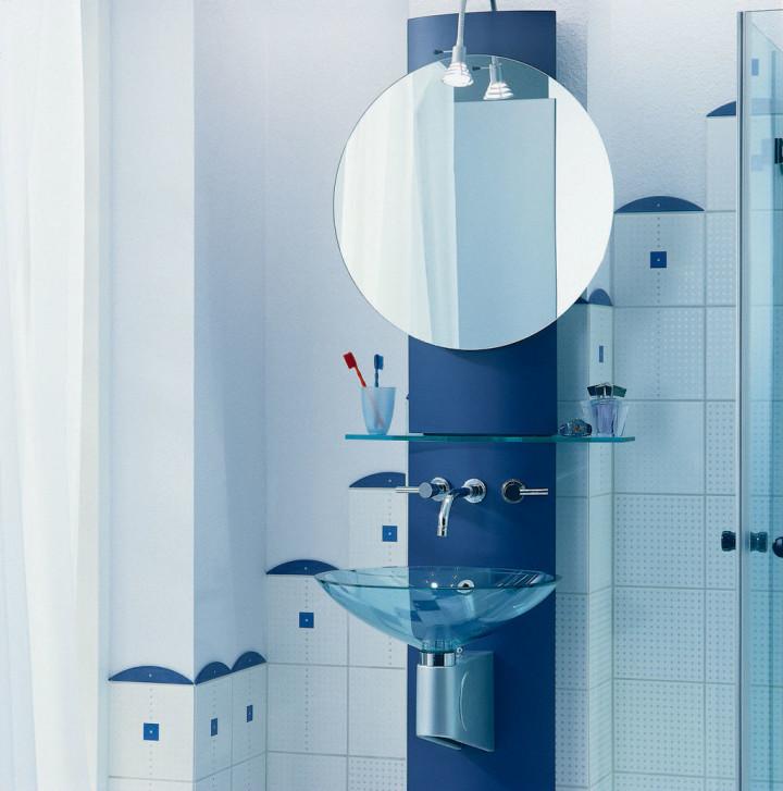 зеркало для ванной с полками