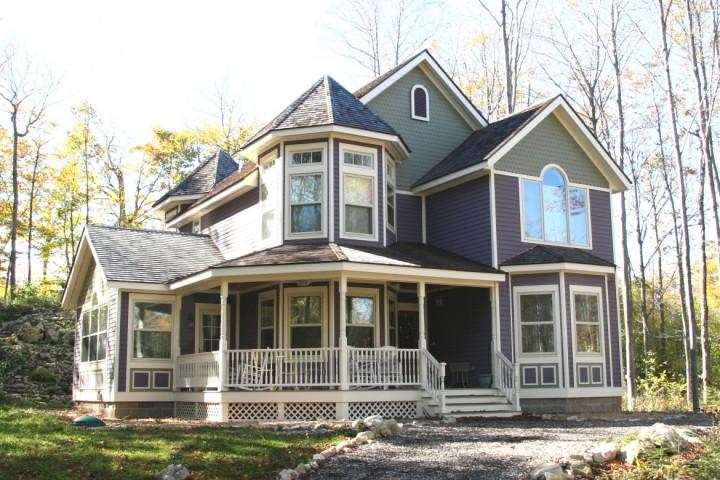 Красивый дом, построенный по каркасной технологии