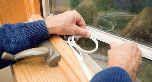Как утеплять окна на зиму