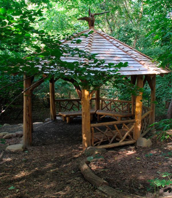 Беседка для дачи (лесной стиль) – 1