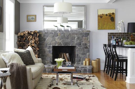 Кухня-гостиная с каменным камином