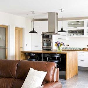 люстры и светильники в кухню-гостиную 04