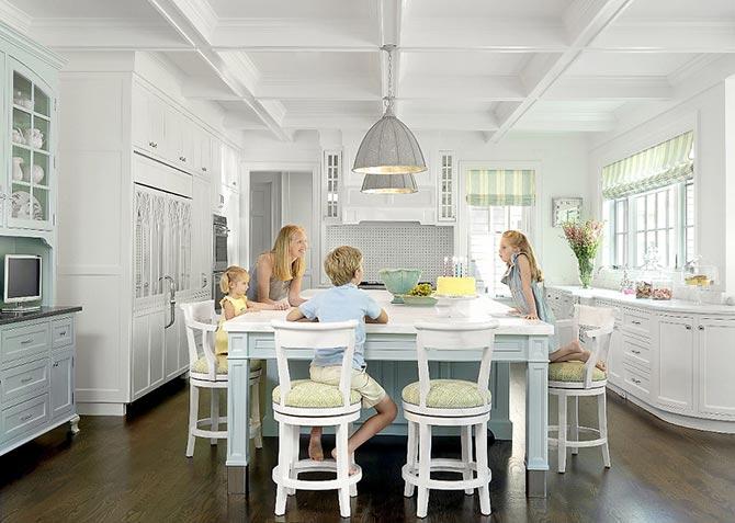 люстры и светильники в кухню-гостиную 27