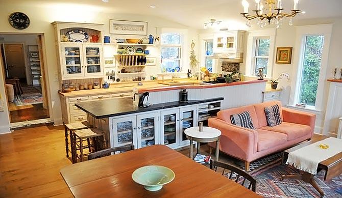 люстры и светильники в кухню-гостиную 40