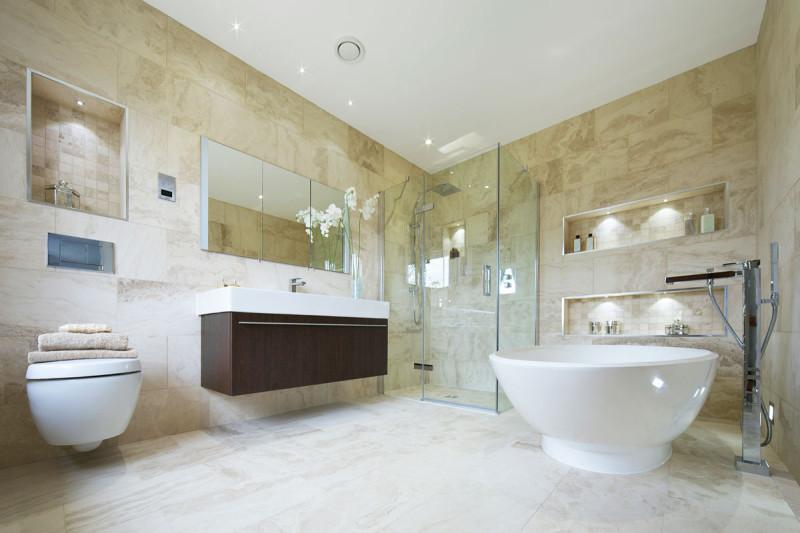 Большая плитка в ванной