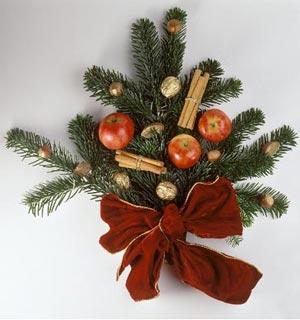 новогоднее украшение дома - букеты из сосновых веток 012