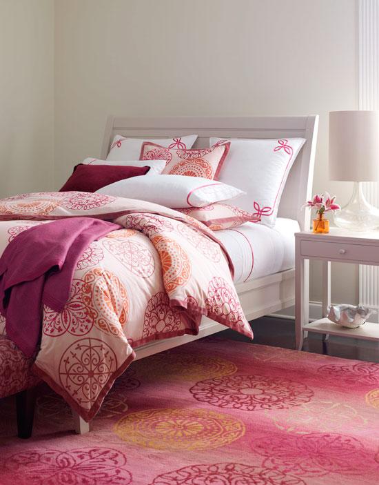 Цветовая палитра, как на этом фото, очень актуальна в оформлении современных спален