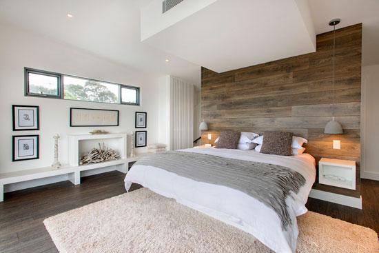 Натуральная отделка уместна в практически всех вариантах оформления спален