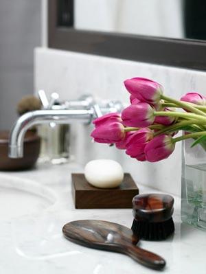 цветы в ванной комнате 05