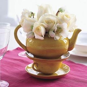 украшение стола композициями из цветов 03