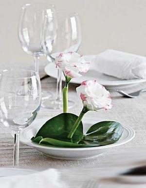 украшение стола композициями из цветов 10