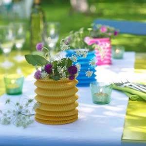украшение стола композициями из цветов 13