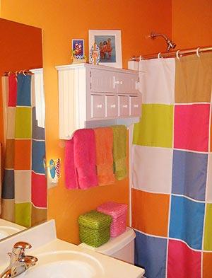 яркая ванная комната 32