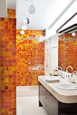 яркая ванная комната 54