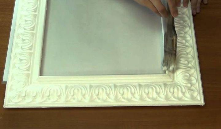 Обработка рамки из потолочного плинтуса шпаклевкой