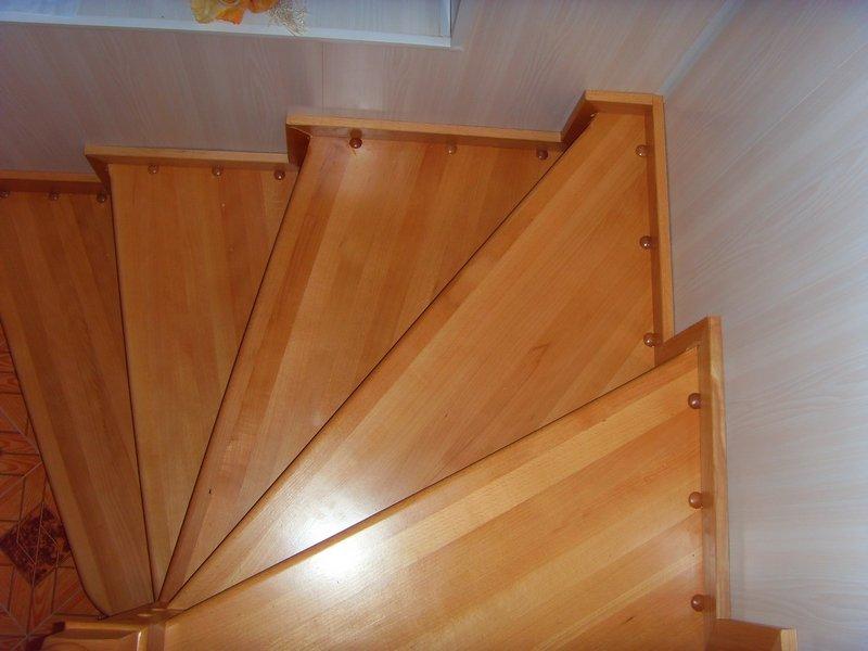 Лестница винтовая деревянная