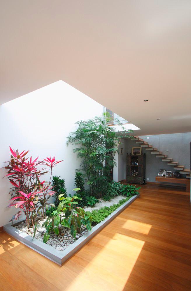 10 современных домов с внутренними двориками и садами