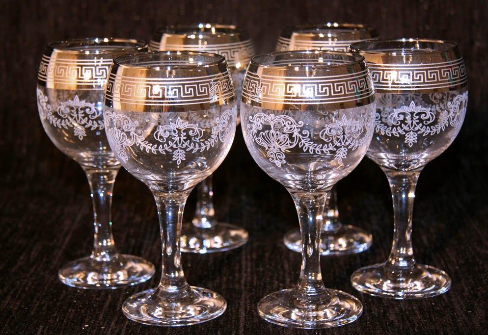 Украшенные бокалы для вина