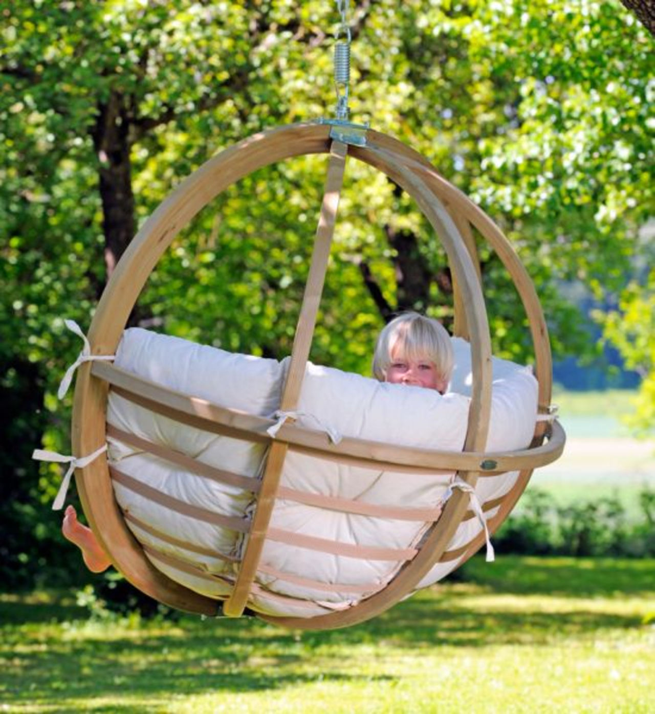 Кресло-гамак в саду