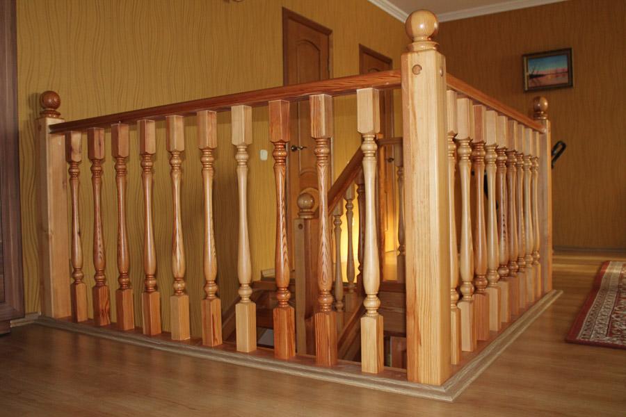 Балясины и резные столбы для лестниц из дерева L-027