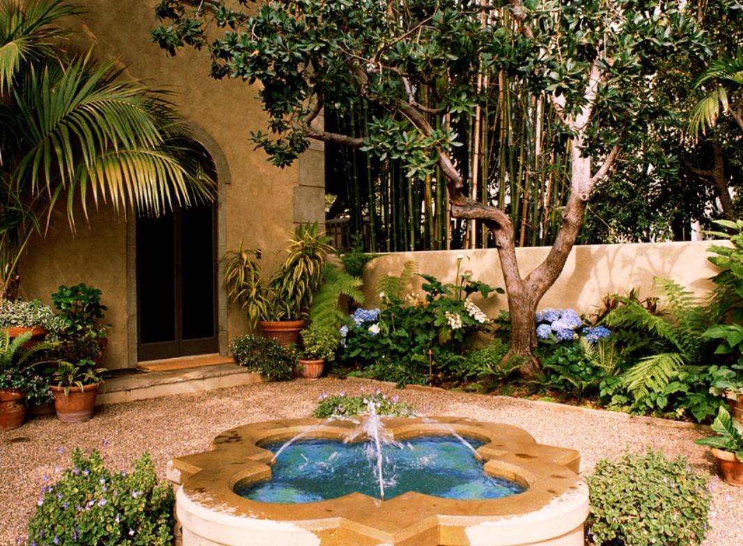 Декоративные фонтаны и водопады в саду