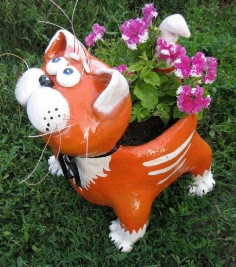 Декоративная клумба для цветов в виде кота на дачный участок