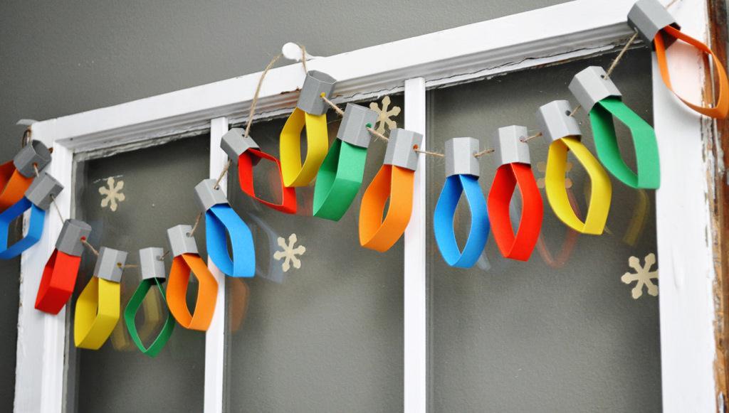 Гирлянда из цветной бумаги в виде лампочек