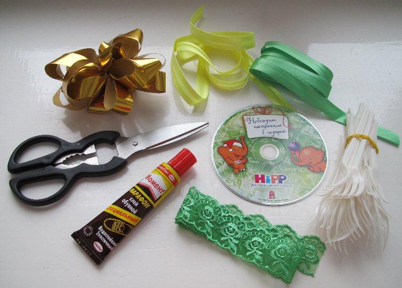 Необходимые элементы для изготовления веера из пластиковых вилок