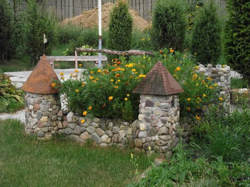 Замки в саду своими руками