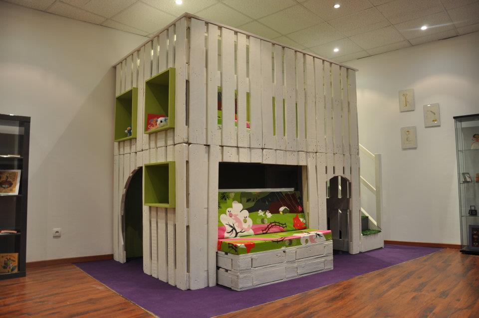 Детский кроватный комплекс из паллет