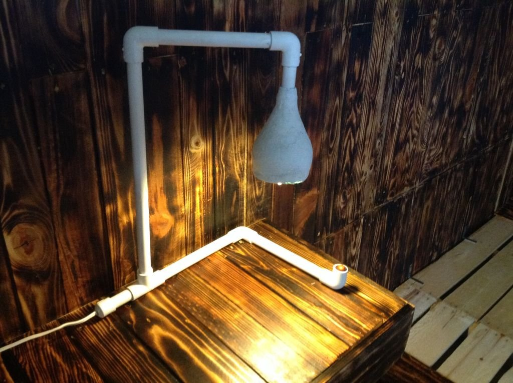 Настольная лампа из труб ПВХ