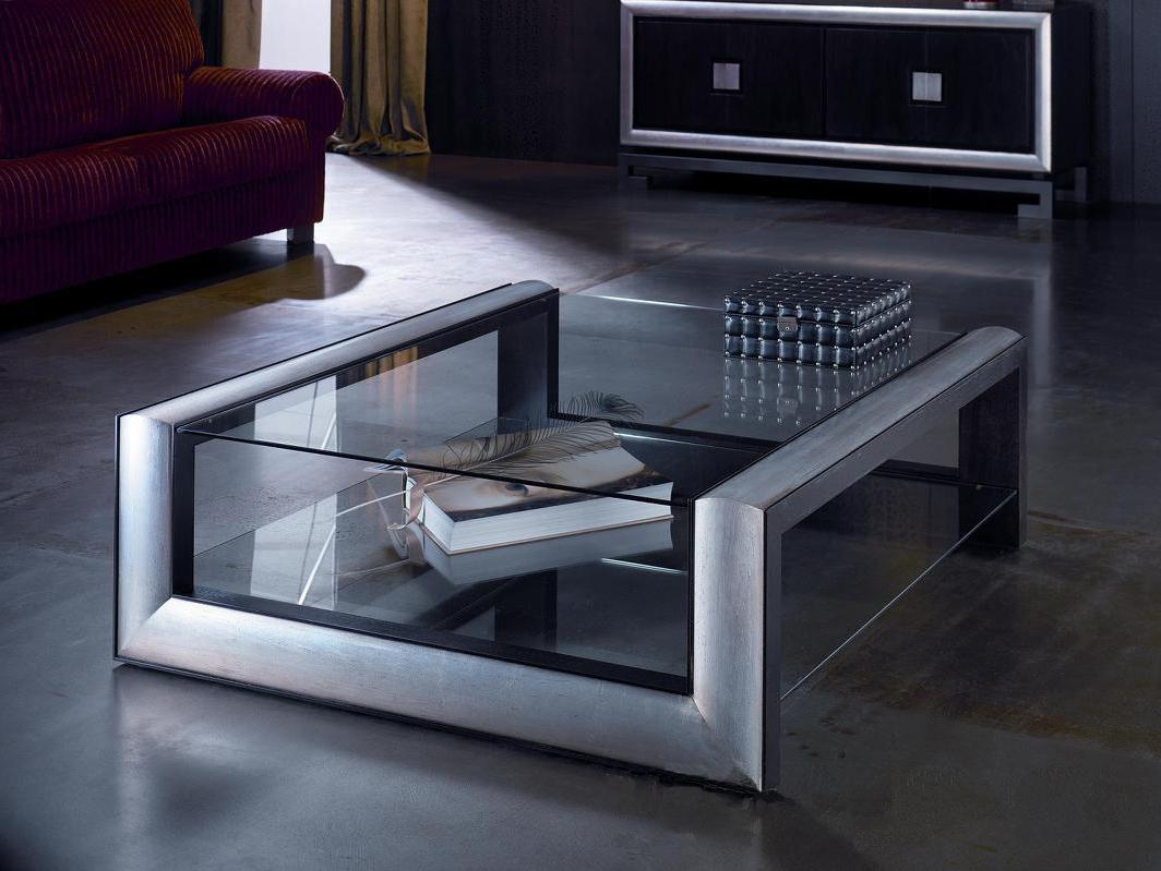 Стеклянный столик в гостинной