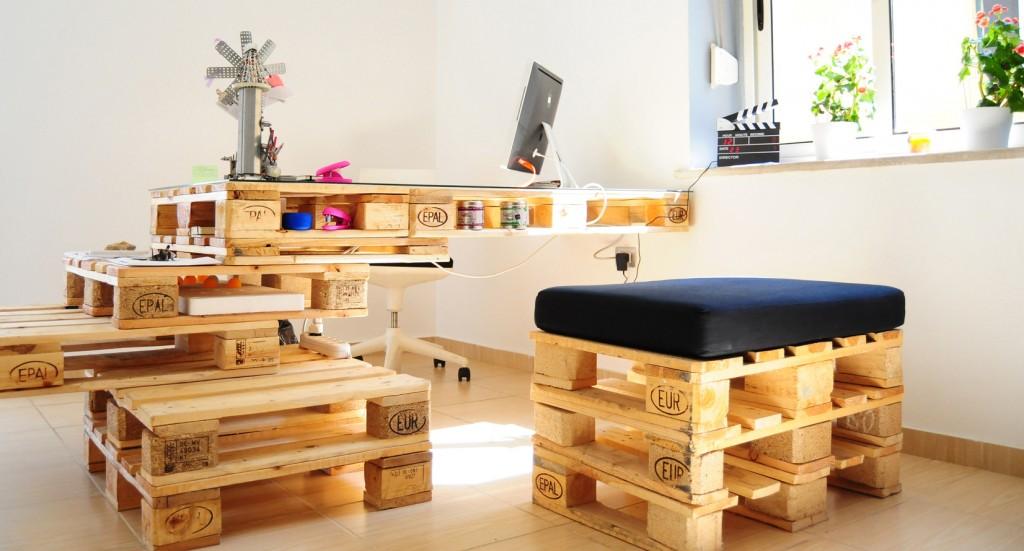 Мебель из палллет в кабинете