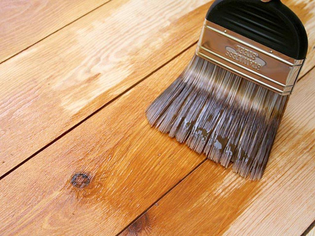 Для дополнительной защиты столик следует покрыть лаком