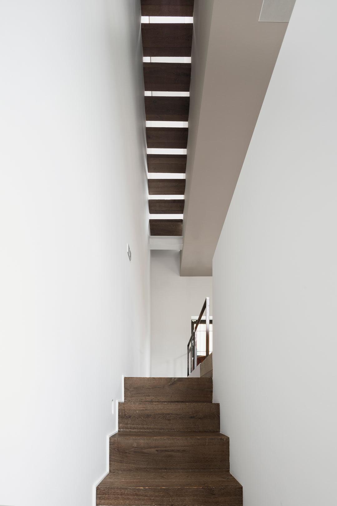vertikalnyj-loft-v-duxe-eshera6