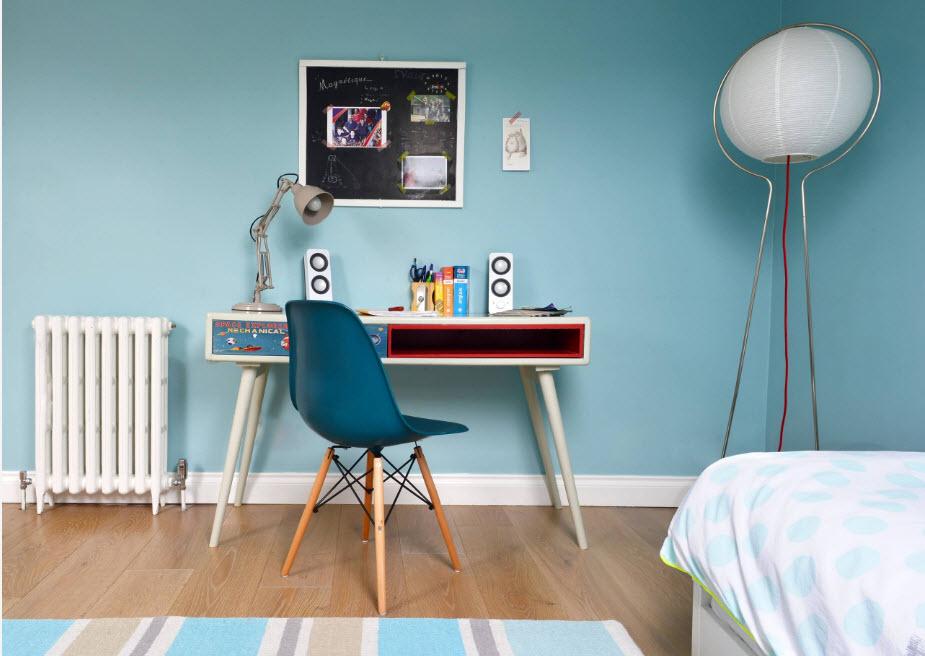 Письменный стол для занятий