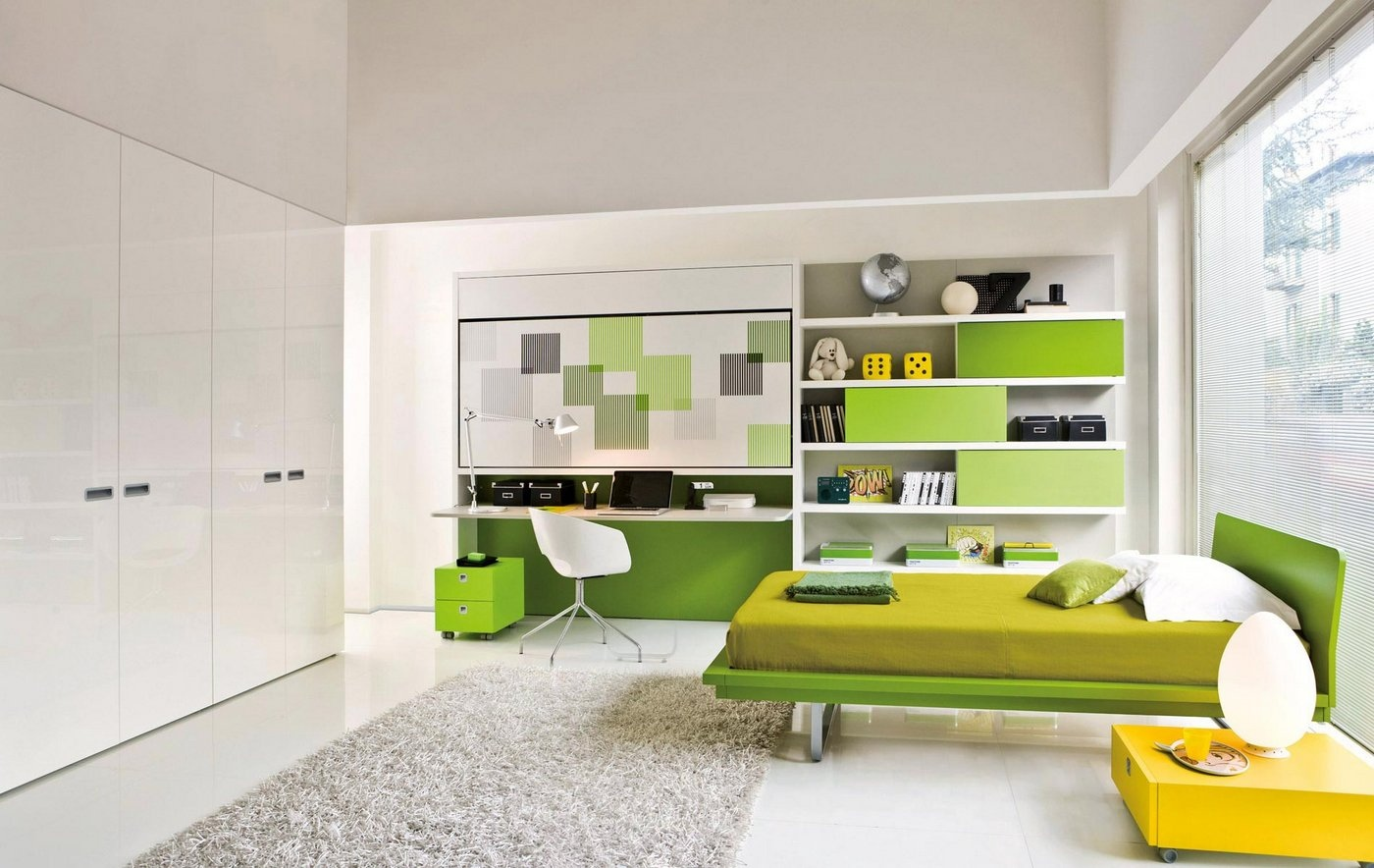 Хорошо будет смотреться салатовый или зеленый диван в комнате со светлыми стенами