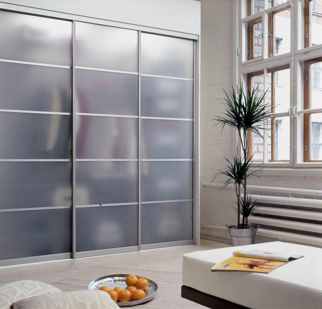Шкаф с прозрачной дверью