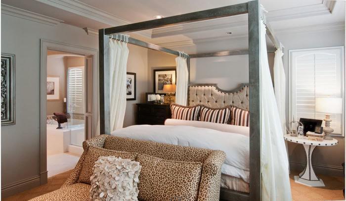 Спальное место в интерьере спальни (кровать)