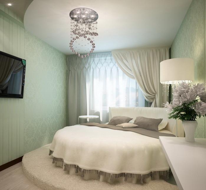 Круглая кровать в интерьере спальни.