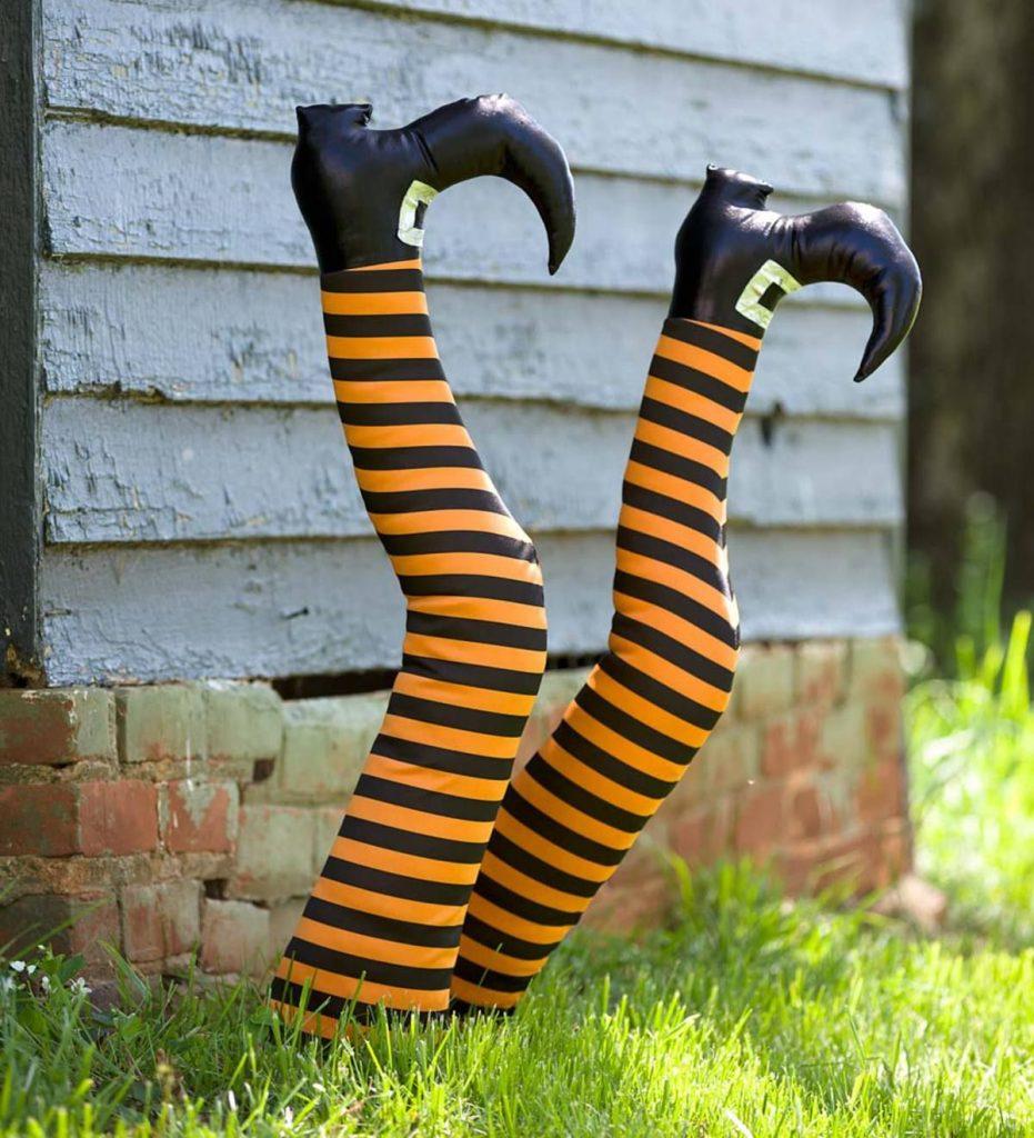 Торчащие ноги на Хэллоуин