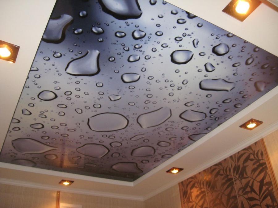 В последнее время стали популярными двухъярусные натяжные потолки с фотопечатью