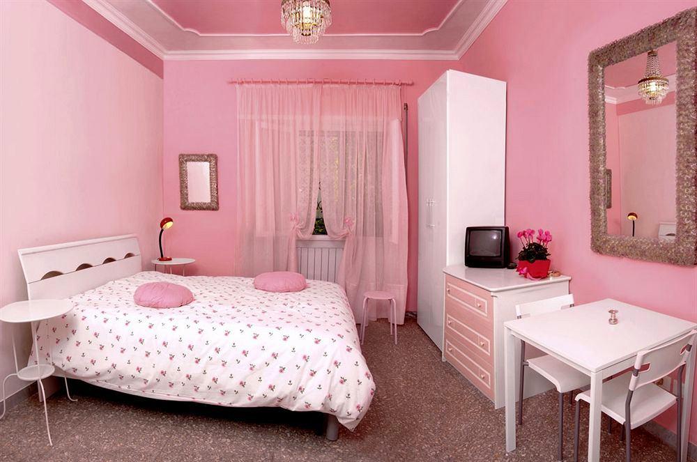 Спальня в розовых тонах